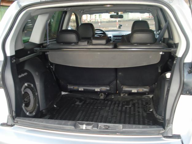 Mitsubishi Outlander вместительный багажник