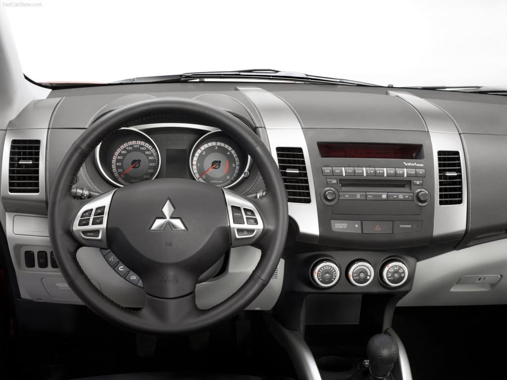 Mitsubishi Outlander - салон вид изнутри