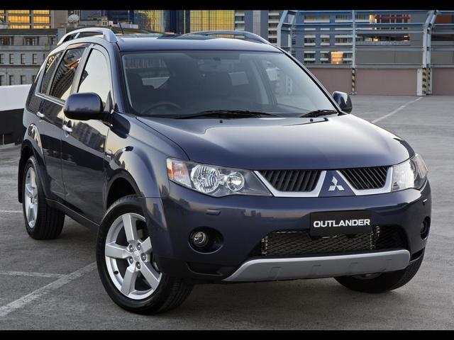 Mitsubishi Outlander - удобный и не дорогой кроссовер для города