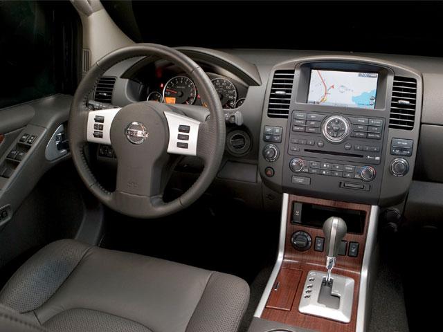 Nissan Pathfinder салон фото