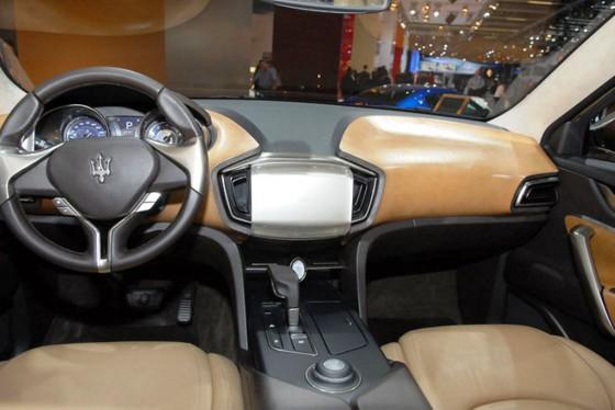 Салон Maserati Kubang