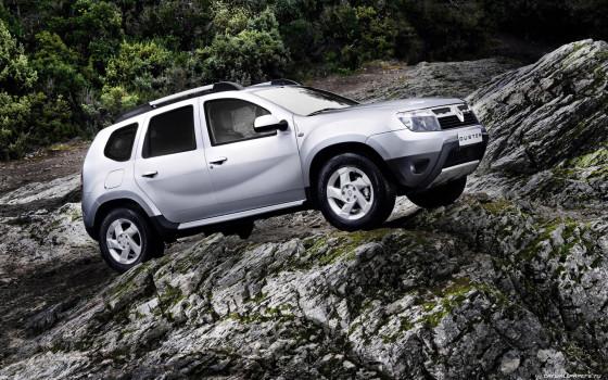 Renault Duster на бездорожье в горах