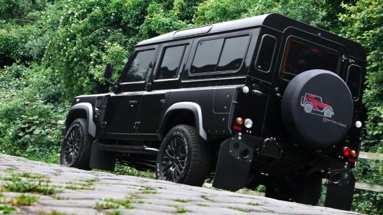 Настоящий внедорожник Land Rover Defender