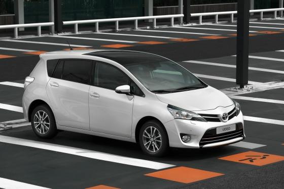 Японский мини-паркетник Toyota Verso
