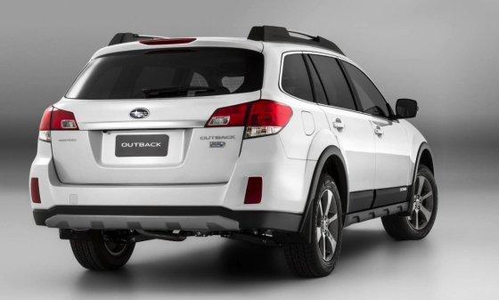 Subaru Outback 2014 вид сзади