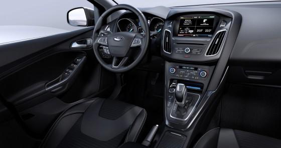 Салон и приборная панель Ford Kuga 2015