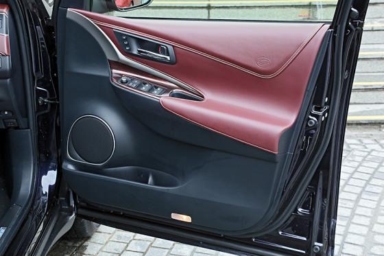 Обшивка дверей Toyota Harrier 2014