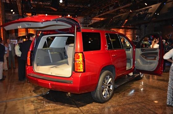 Вид сзади Chevrolet Tahoe 2015